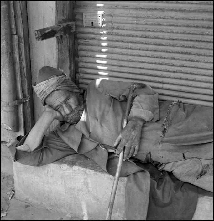 Крымский татарин-торговец отдыхает, 1943 год