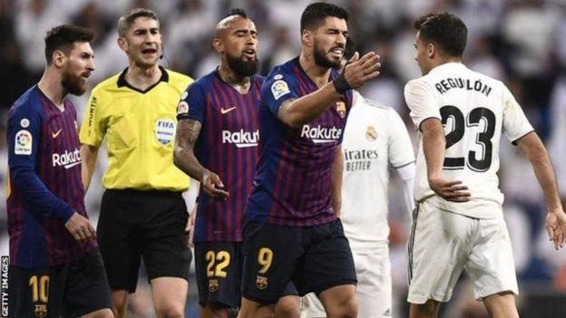 لماذا رفض ريال مدريد وبرشلونة تغيير مكان الكلاسيكو؟