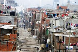 Pengertian Kemiskinan ialah sebuah kondisi dimana seseorang tidak bisa dalam memenuhi k Pengertian Kemiskinan, Dampak, Faktor Penyebab, dan Jenis-Jenisnya