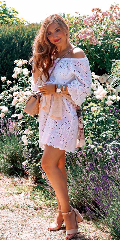 Do you like comfortable & cozy dress outfits? See these 29 Best Casual Dressy Outfits to Look Fantastic. Women's Style + Fashion via higiggle.com | White Boho Dress | #fashion #dress #casualoutfits #boho