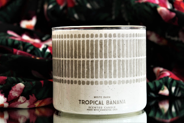 bath and body works tropical banana review, bath and body works tropical banana avis, tropical banana, bougie parfumée à la banane, bougies, bougie 3 mèches, bougie parfumée américaine, white barn candles, white barn tropical banana review, banana scent, banana candles