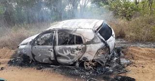 Corpo é encontrado dentro de mala de veículo incendiado em cidade da PB