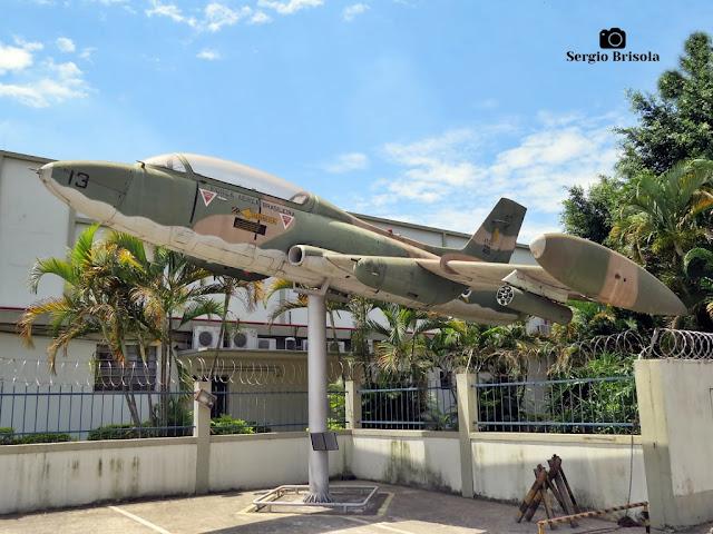 Close-up de um Avião Xavante (Monumento) - Comando da Aeronáutica - Santana - São Paulo