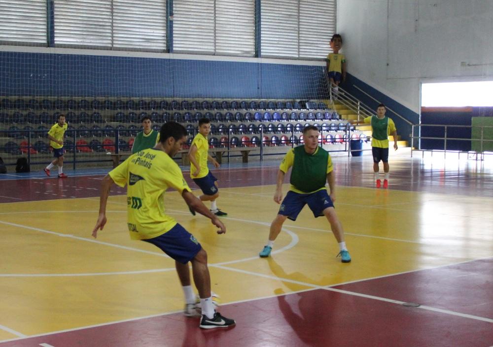 a9317c195dc0a Time são-joseense abre mais uma semana da pré-temporada com trabalho tático  no Ney Braga