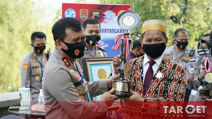 Kapolda Jateng Terima Piagam Penghargaan Lembaga Prestasi Indonesia - Dunia