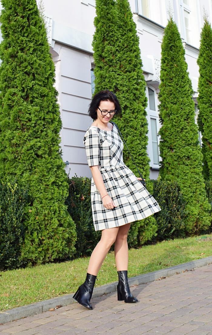 Sukienka uszyta z wykroju Burda 05/2011 model 125