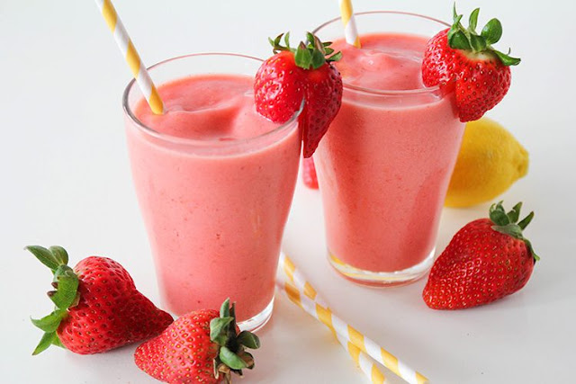 Healthy Strawberry Smoothies with Yoghurt