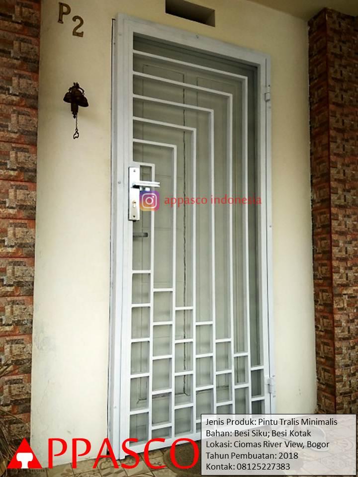 Pintu Besi Teralis Minimalis di Ciomas River View Bogor