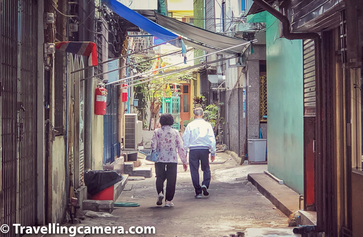 Related Blogpost : Chiang Mai Weekend Market and Various Wats || 10-Day Vacation in Thailand (Day 1)    Let's also talk about some of the popular places to explore around Bangkok Chinatown :    1. Wat Traimit   2. Sampang Lane  3. Yaowarat at night  4. China Gate  5. Wat Mangkol Kamalawat  6. Romaneenart Park  7. Wat Chakawat Ratchawat  8. Sala Chalermkrung (Khon)    Related Blog-post : Bhubing Palace or Hmong Tribal village - Which one to pick for exploration along with Doi Suthep