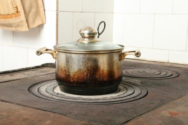 Cómo quitar el cochambre de la estufa