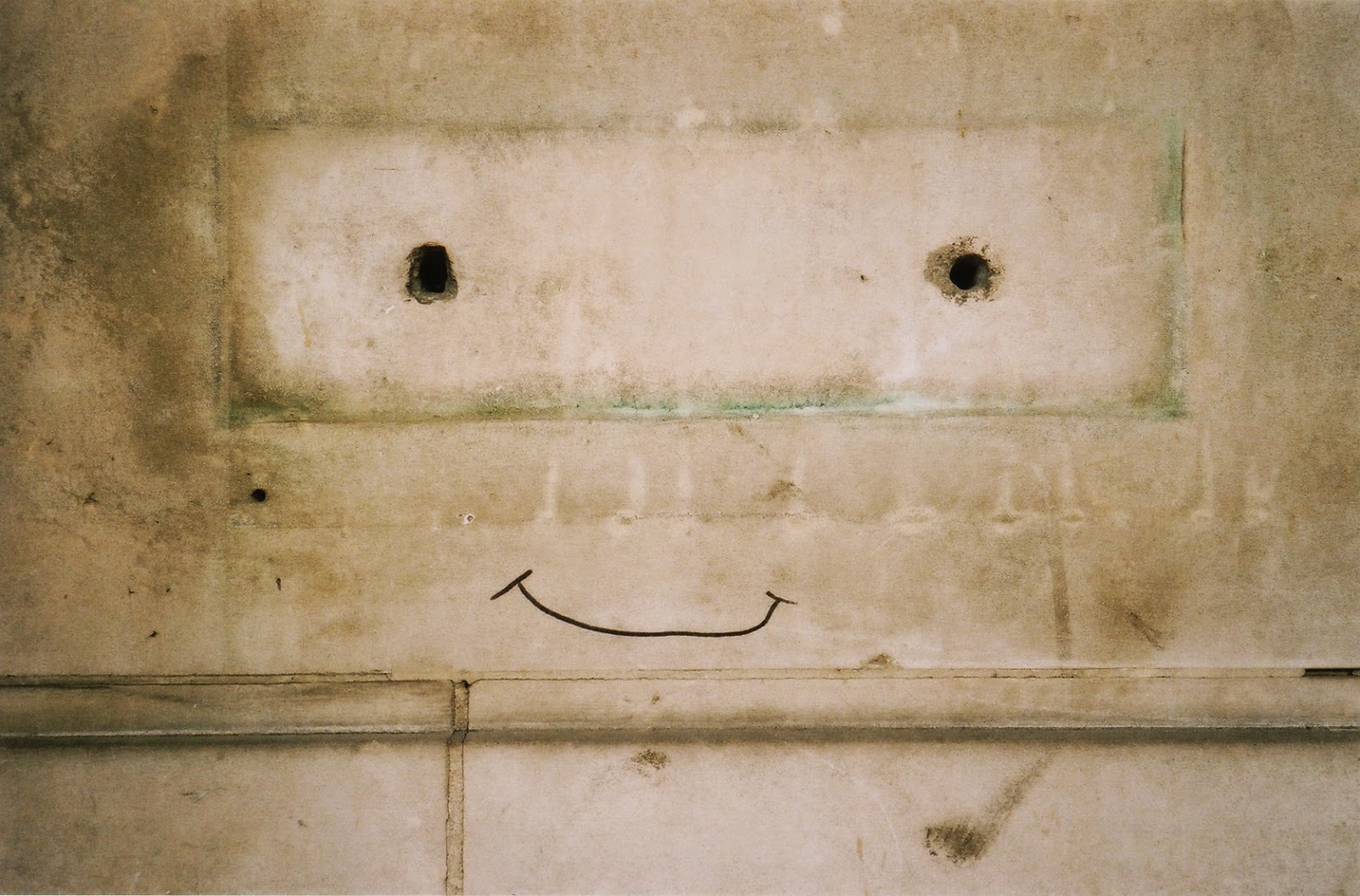 GRAFITTI, SMILEY FACE, LETTER PLATE,LONDON FIRE BRIGADE HEADQUARTERS, SOUTHBANK, LAMBETH BRIDGE, VAUXHALL, LONDON © VAC 100 DAYS 4 MILLION CONVERSATIONS