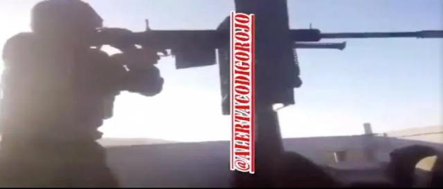 VIDEO.- Con esta porosa arma Sicarios del Grupo Delta de La Gente Nueva del CDS se graba en pleno enfrentamiento con La Barredora de 24/ del Cártel de Caborca