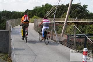 Bochum, Erzbahn-Radweg - Erzbahnschwinge