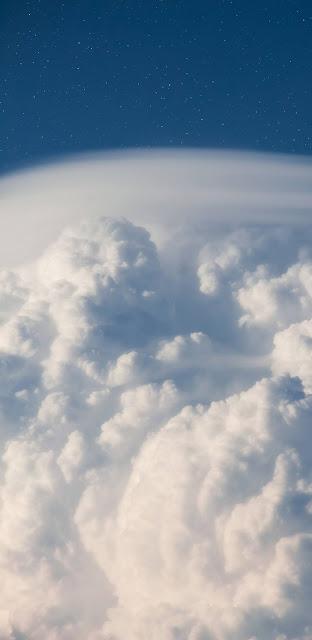 Mây trắng trên bầu trời xanh đẹp huyền ảo