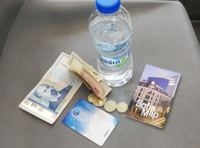 Bulgarien - Wasser, Fahrkarte, Stadtplan und Geld
