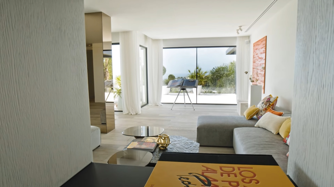 31 Interior Design Photos vs. Villa Camojan 45 Marbella, Spain Tour