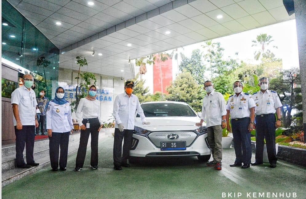 Jajal Mobil Listrik, Menhub Ajak Instansi Lain Untuk Kendaraan Dinas