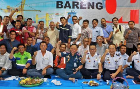 Sambil Cangkruk, OP Tanjung Perak Jalin Komunikasi  Dengan PBM