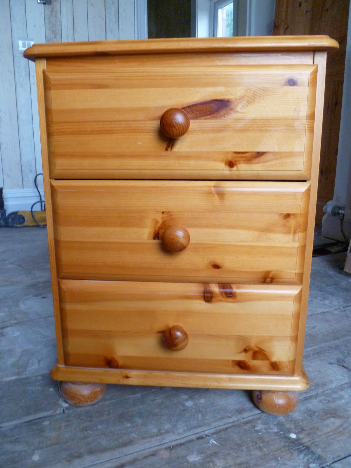 Muchos Home: Upcycled Pine Bedroom Furniture