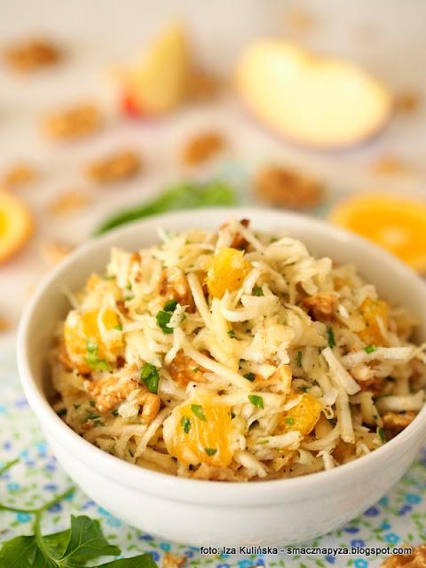 surowka selerowa, warzywa, salatka warzywno owocowa, z pomarancza, z orzechami, orzechy wloskie, dodatek do obiadu, obiad, witaminy, bomba witaminowa, samo zdrowie, zdrowe jedzenie