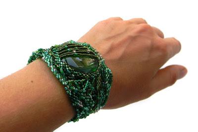 купить зеленый браслет из бисера россия