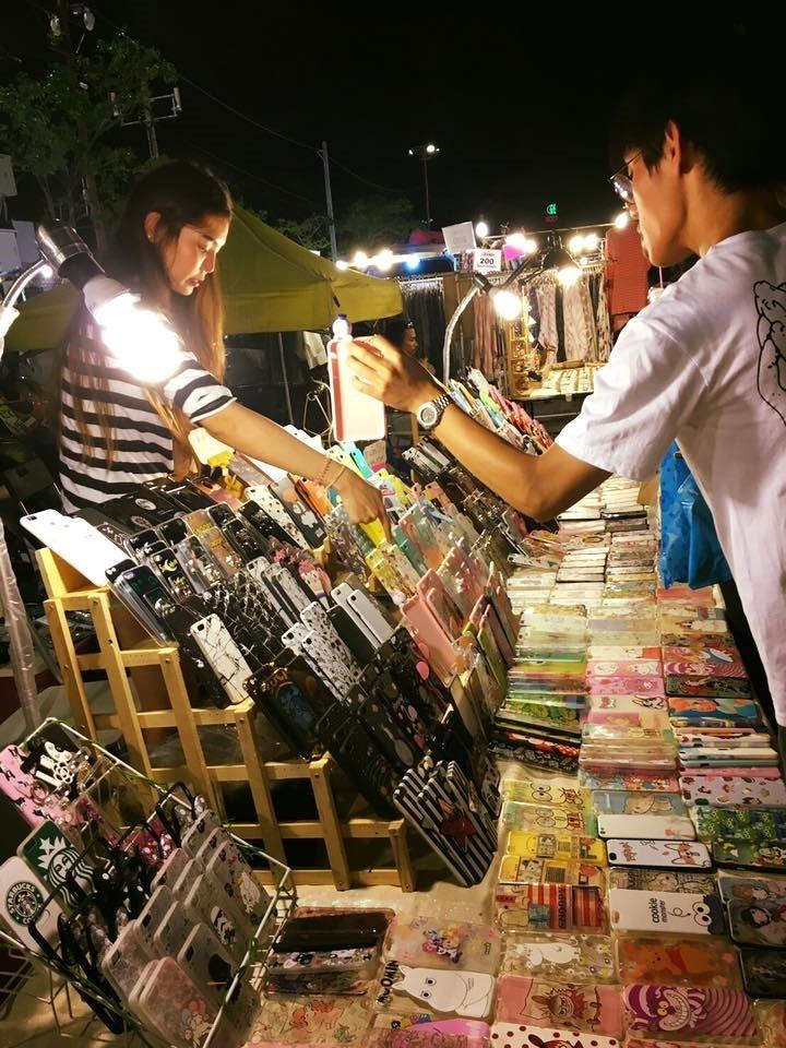 ขายอะไรดีตลาดนัด ขายเคสมือถือ