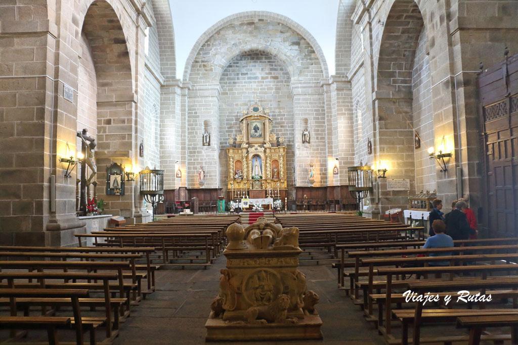 Interior de la Iglesia Santa María de Almocóvar de Alcántara