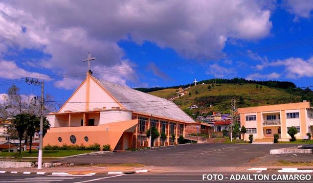 A atual sede da paróquia do Navio