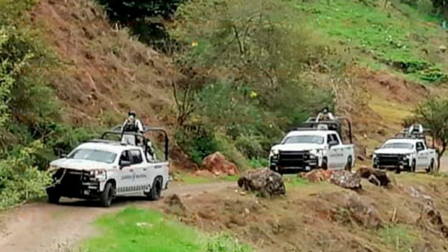 Enfrentamientos y balaceras, 8 colgados y operativo militar en Aguililla, Michoacán