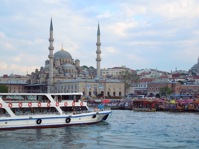 Passeio de barco pelo Estreito de Bósforo em Istambul