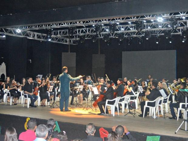 Orquestra Municipal encanta público no Teatro Municipal de Cacoal