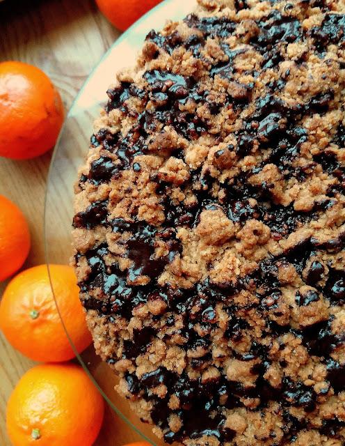 Czekoladowe ciasto z gruszkami i kruszonką / Chocolate Cake with Pears and Crumble
