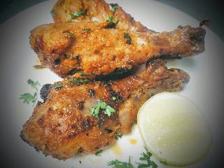 Garnished chicken drumsticks (leg pieces) in a serving plate for chicken drumsticks recipe