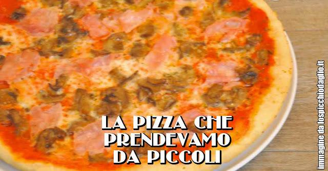 Una pizza prosciutto cotto e funghi