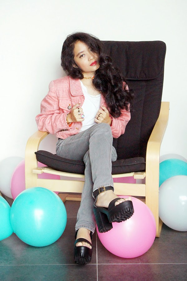 New Year 2015, Vintage Pink Denim Jacket, SEA Citizen Sweet Pleat Tee White, Grey Skinny Jeans, Agape Boutique Chunky Platform Heels, Playful & Snazzy Pop Bracelet, Handmade Jewelry, Chunky Crystal Chain Choker, Swarovski, Loose Curls, Pink and Grey, NYE Outfit, 80s 90s Style, Retro, Pink White Turqoise Balloons