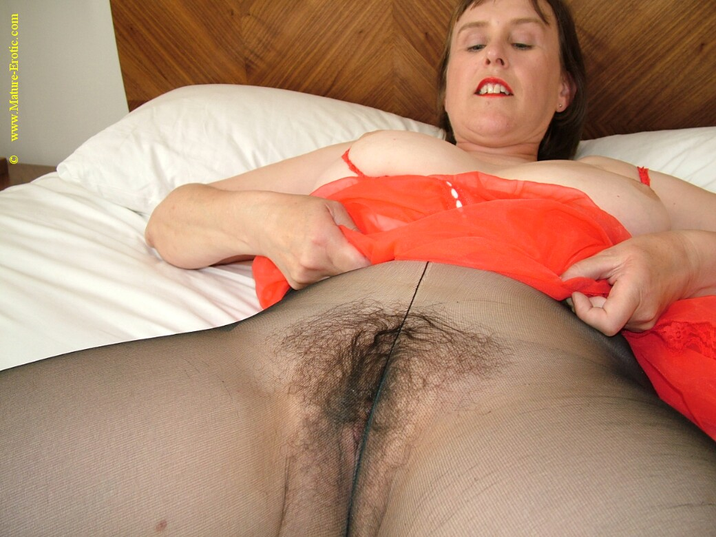 Wife drips cum tube