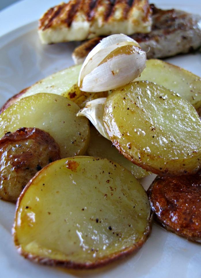 Valkosipuliperunat