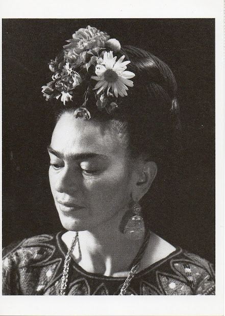 Fascinating Black And White Portraits Of Frida Kahlo