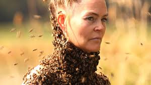 Vieo - She Dances With 10,000 Bees on Her Body
