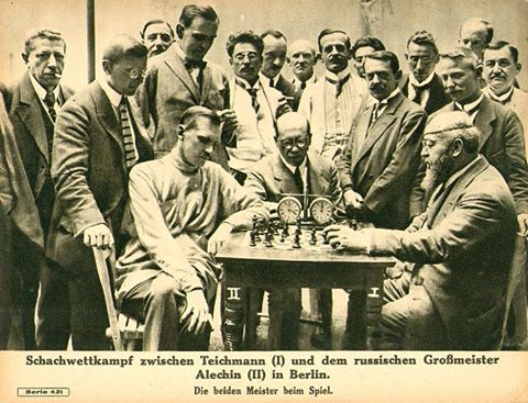 Compétition d'échecs à Berlin entre Richard Teichmann et le grand-maître russe Alekhine.
