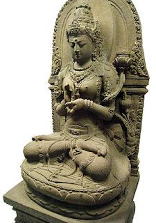 Arca Bodhisatwadewi Prajñaparamita,salah satu mahakarya seni rupa Buddha dari Jawa..Kini dipamerkan di Museum Nasional Indonesia, Jakarta