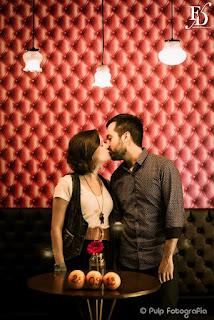 ensaio pré-wedding de um casal apaixonado por rock alternativo despojado realizado na cidade baixa em porto alegre com cerimonial de fernanda dutra eventos cerimonialista de casamento em porto alegre