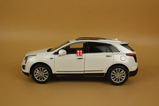 1/18 Cadillac XT5 WHITE color + GIFT