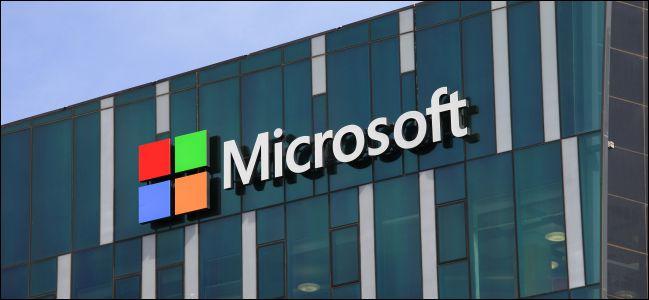 Microsofts الشعار على المبنى.