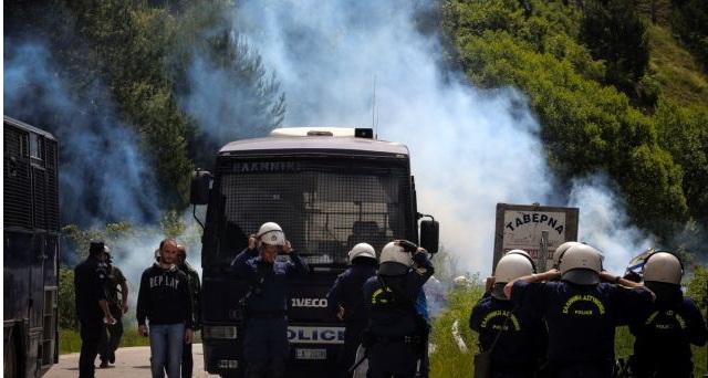 Τα χημικά που έριξαν στους διαδηλωτές στο Πισοδέρι απαγορεύονται από τη Συνθήκη της Γενεύης!