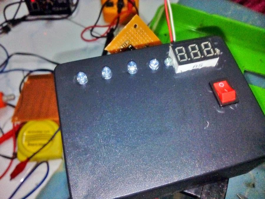 memasang lampu LED, panel voltmeter dan saklar