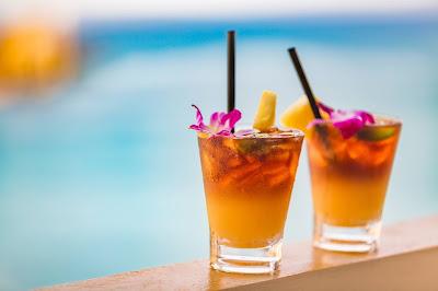 Tropical Mai Tai at the Beach Bar Ko Olina
