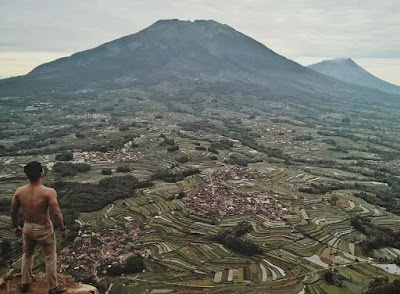 Spot asik nikmati lanskap Magelang di Gunung Andong