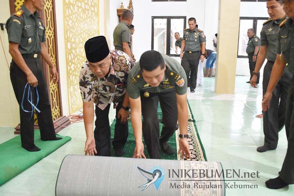 Pulang Kampung, Waaster KASAD Serahkan Bantuan Ratusan Juta untuk Masjid Al Huda Panjer