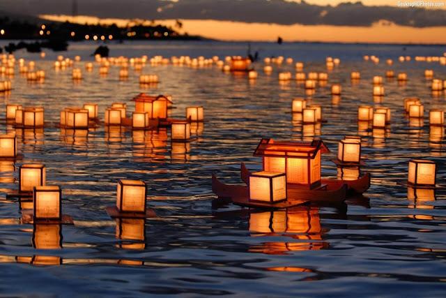 Obon là một sự kiện Phật giáo lớn được tổ chức hàng năm ở Nhật Bản trong tháng 7 âm lịch. Người ta tin rằng vào thời gian Obon, linh hồn của tổ tiên sẽ trở lại dương gian thăm người thân. Ngày nay, lễ hội này cũng trở thành dịp để sum họp gia đình và thể hiện tình yêu thương đối với những người còn sống.